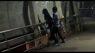 Public sex on mumbai bridge 2 min